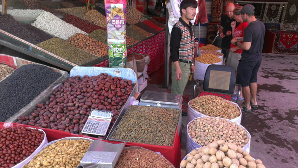 Haggling is a must. Here we are trying to get us some pistachios.