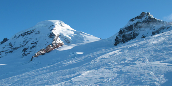 Our early season ski attempt on Mount Baker (3,285 m), or Kulshan in native, couple of years ago didn't very well - unexpected frigid temperatures, wind-scoured glacier, and short day light had us turn around 400m below summit.