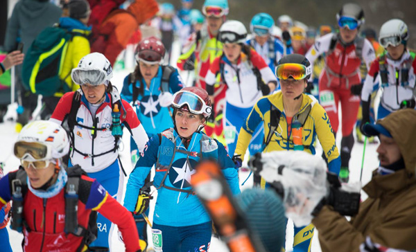 Jessie Young (with a star on her chest) fighting for a good position briefly after the start with Janelle Smiley just behind her. Photo Mark Smiley - the famous mountain guide.