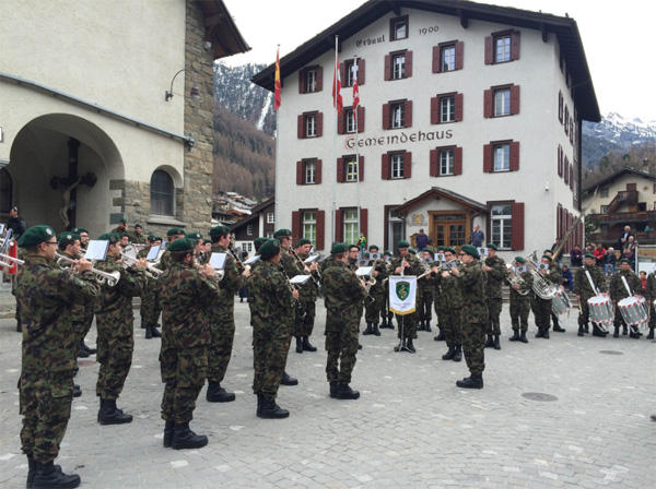 Most big races in Europe begin either with marching band or in with a mass in a church. Photo by PDG.